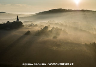 Hluboš – kostel J3086