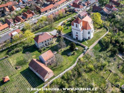 Kostelík v Sadské – kostel sv. Apolináře J3160