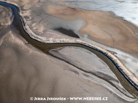 Rybník Rožmberk po dně J3318