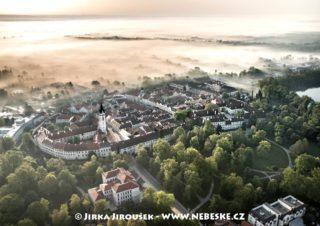 Centrum Třeboně v mlhách J3224
