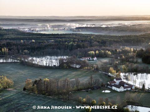 Kaple sv. Víta a Mlýnský rybník J3302