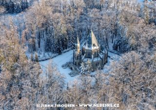 Schwarzenberská hrobka v zimě J3283