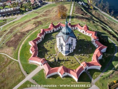Poutní kostel sv. Jana Nepomuckého na Zelené Hoře UNESCO J3200